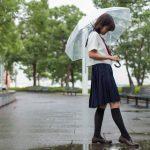 【悲劇】女子高生「困っている人のために駅で傘を貸し出そう!」 → とんでもないことに・・・【仁愛女子高校】