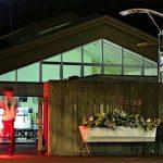 【衝撃画像】相模原障害者殺傷事件、殺害現場の花束の数が寂しすぎる…川崎中1殺害事件の現場と比較した結果…(写真あり)