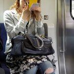 【電車マナー】東急電鉄、車内で化粧をする女性にブチ切れww警告の動画とポスターを公開した結果www(画像あり)