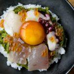 【警告】海鮮丼にワサビ醤油をぶっかけて食べる奴wwwwwwww