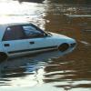【大雨】女さん、生放送中に車を水没させてしまう…(画像あり)