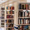 【悲報】アルバイトさん(21)「図書館で借りた小説の絵かわいいから切り取ったろ!w」→ 結果wwwwwwww