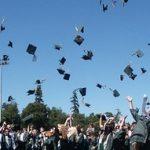 【驚愕】大学の卒業式に来た来賓さん「今日卒業する400人分の奨学金(計44億)、俺が全部返済しとくわ」→