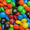 【仰天】トラック横転でチョコ菓子17トンが路上に散乱した結果wwwwwwww