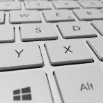 【悲報】エアーコンプレッサーでキーボード掃除した結果wwwwwwww