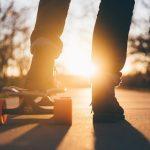 【衝撃】22歳男子大学生、深夜の国道をスケボーで走る→ 結果……