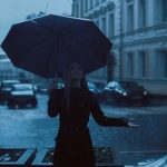 【悲報】人類さん雨に対抗する手段がいまだに「傘」しかない……
